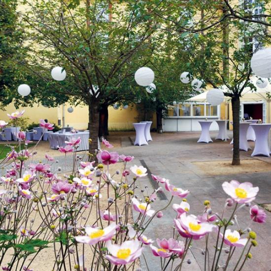 Bild: Strahlender Sonnenschein und schöne Momente: Willkommen im Kaisersaal-Garten
